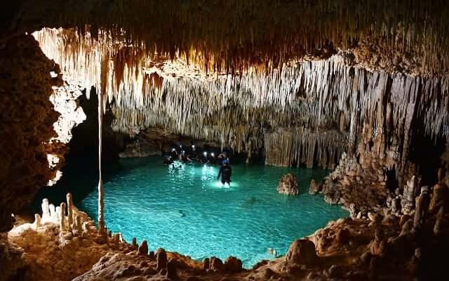 Passeio pelo Rio Secreto e Cenotes para casais apaixonados em Cancún