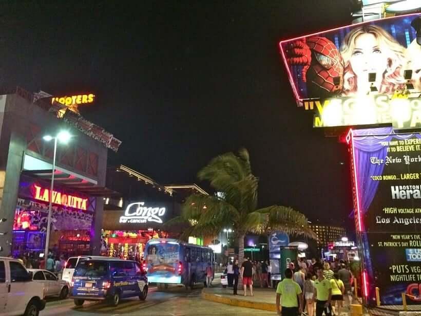 Boulevard Kukulcan na região central de Cancún