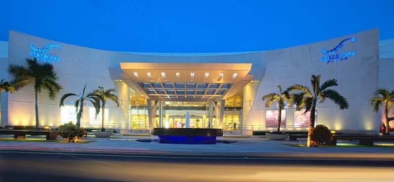 Shopping Kukulcan Plaza na região turística de Cancún
