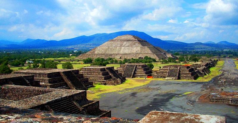 Ponto turístico Pirâmides de Teotihuacán na Cidade do México