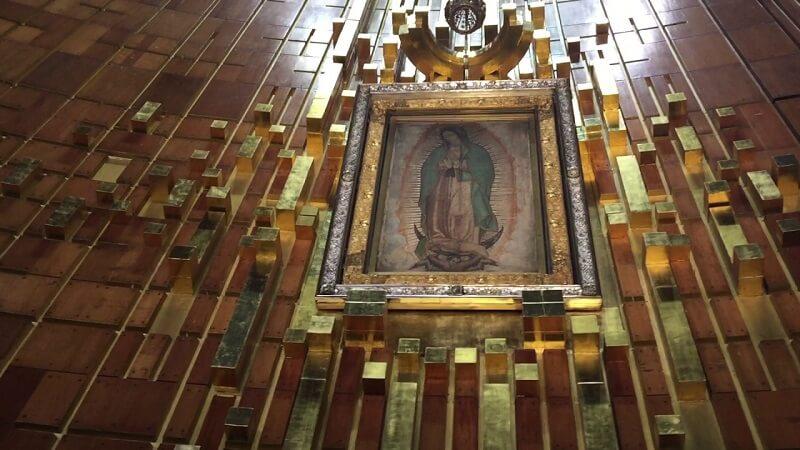 Interior da Basílica de Guadalupe na Cidade do México