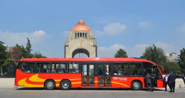 Ir do aeroporto da Cidade do México até o centro histórico de metrobús