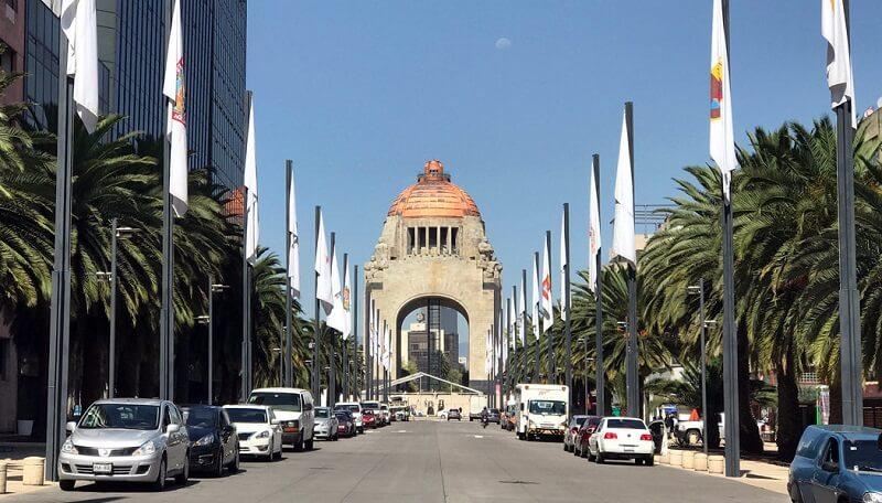 Monumento e Museu Nacional da Revolução para deficientes físicos na Cidade do México