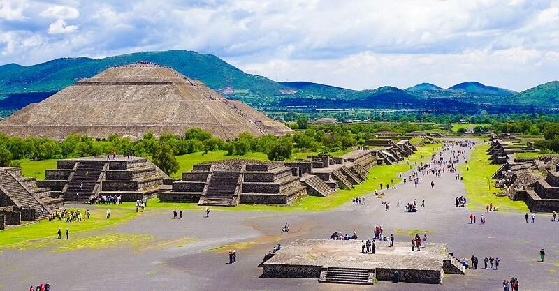 Verão nas Pirâmides de Teotihuácan na Cidade do México