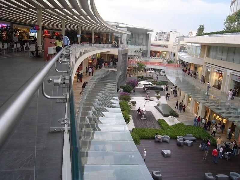 Compras de óculos escuros no shopping Antara Fashion Hall na Cidade do México