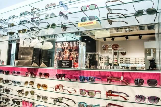Compras de óculos escuros no shopping Centro Santa Fé na Cidade do México