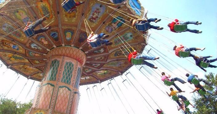 Crianças no Parque Six Flags na Cidade do México