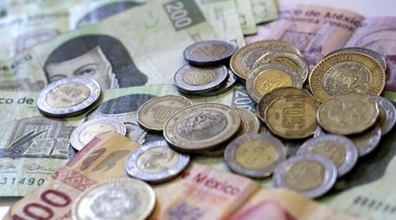 Dinheiro vivo e pesos mexicanos em espécie em Tulum
