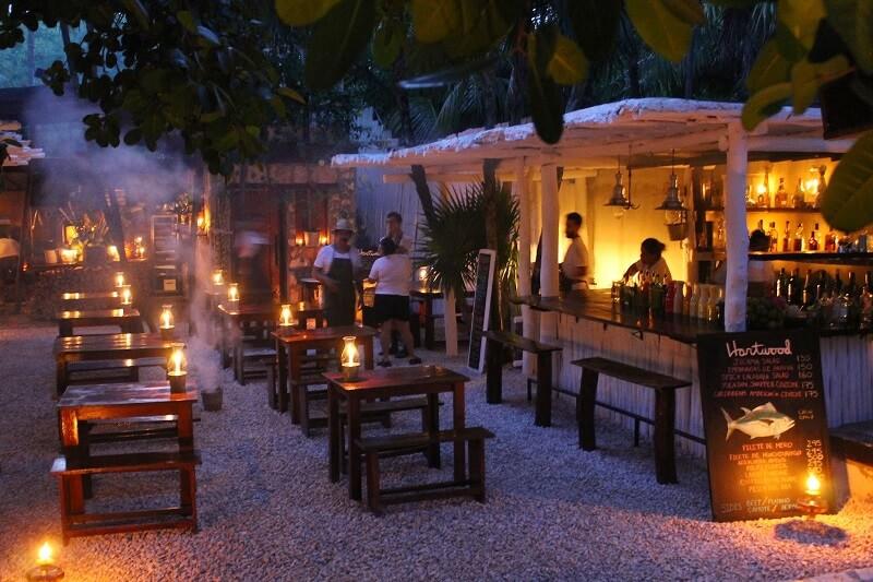 Restaurante Hartwood para disfrutar de la noche en Tulum