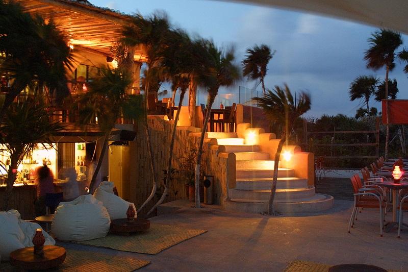 Bar Mezzanine para disfrutar de la noche en Tulum