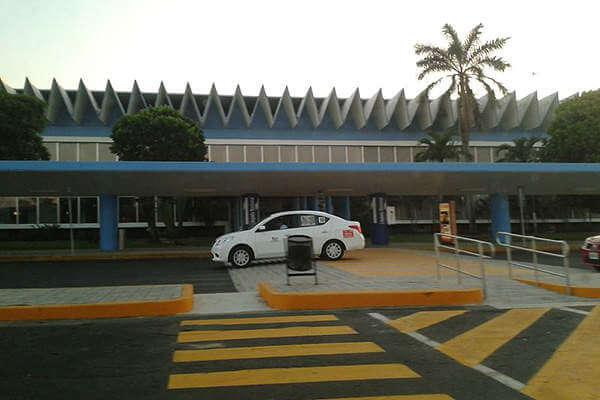 Ir do aeroporto de Acapulco até o centro de táxi