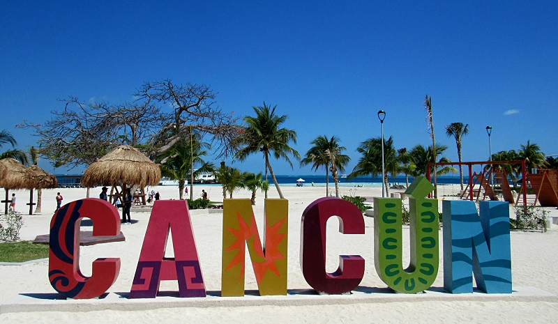 Letrero de Playa Langosta en Cancún