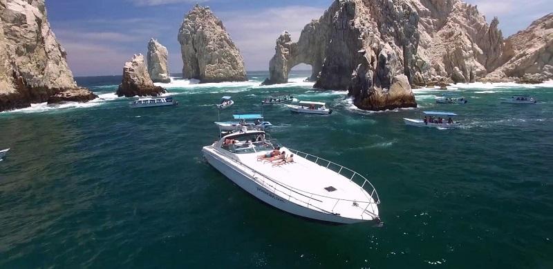 Paseo de goleta o catamarán en Los Cabos en México
