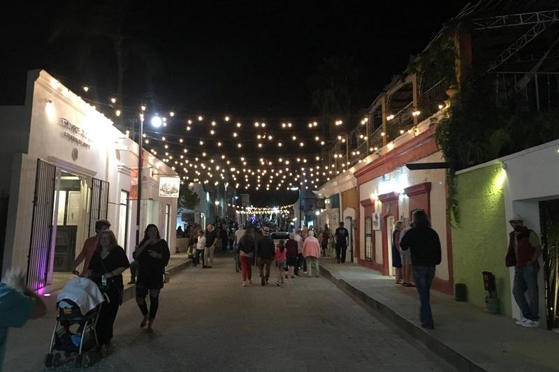 Passeio pela Art Walk em uma lua de mel em Los Cabos