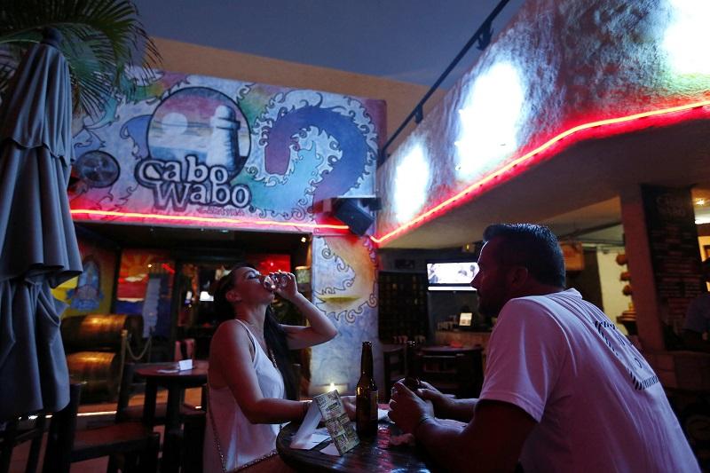 Público en la discoteca Cabo Wabo en Los Cabos