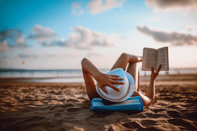 Persona disfrutando de la Playa Chileno Bay en Los Cabos