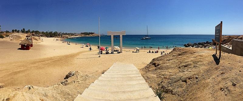 Entrada a Playa Chileno Bay en Los Cabos