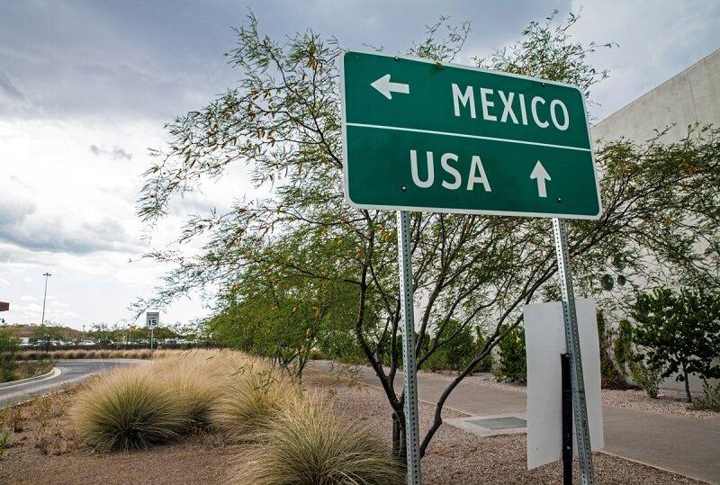 Placa indicativa México y EUA